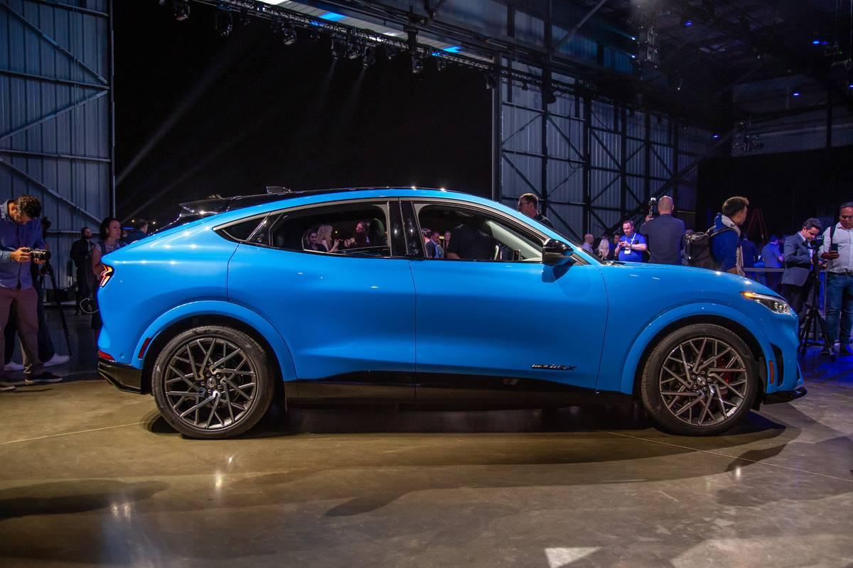 ford-mustang-mach-e-gt-2021-07-blue--exterior.jpg