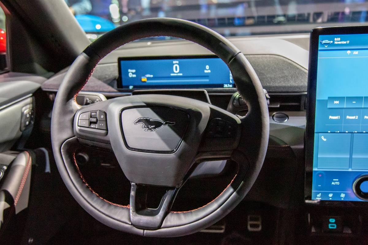 ford-mustang-mach-e-gt-2021-15-interior--steering-wheel.jpg