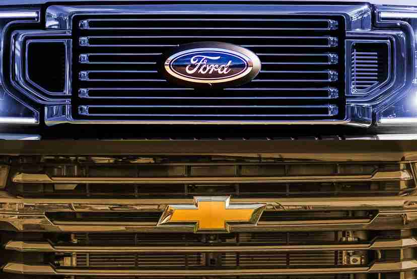 ford-v-chevrolet-compared.jpg