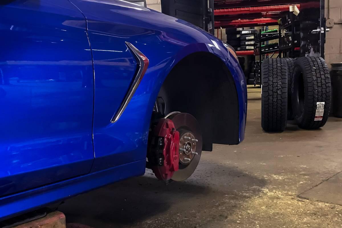 genesis-g70-2019-04-angle--blue--exterior--wheel.jpg