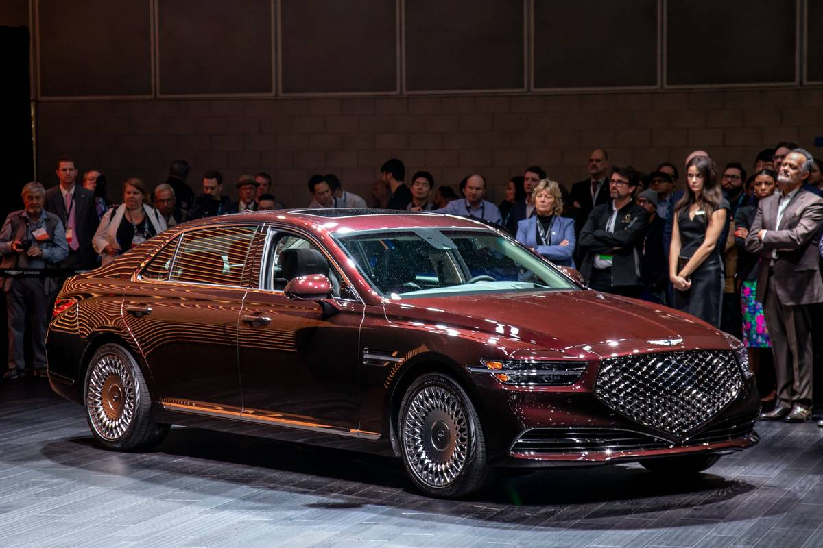genesis-g90-2020-cl-20-exterior-front-angle-red.jpg