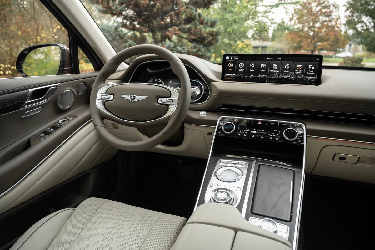 genesis-gv80-2021-39-angle--front-row--interior.jpg