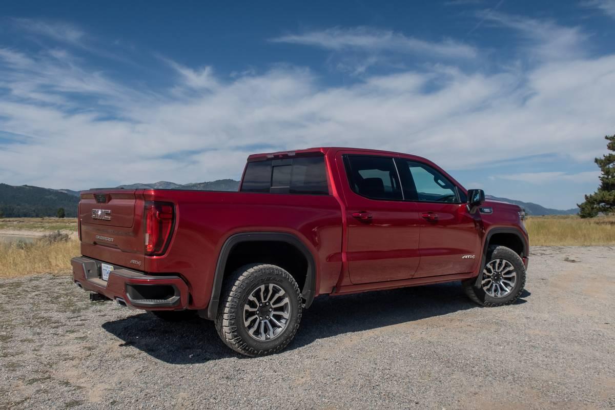 gmc-sierra-1500-duramax-2020-03-angle--exterior--rear--red.jpg