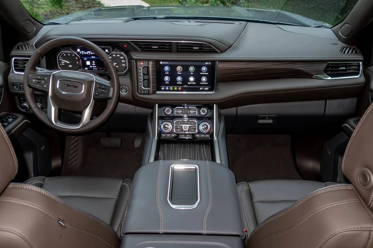 gmc-yukon-denali-2021-02-cockpit-shot--dashboard--front-row--interior.jpg