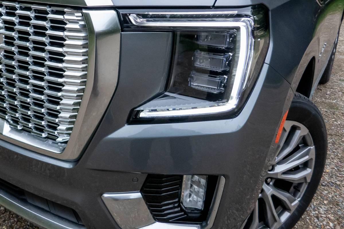 gmc-yukon-denali-2021-26-detail--exterior--front--headlight--silver.jpg