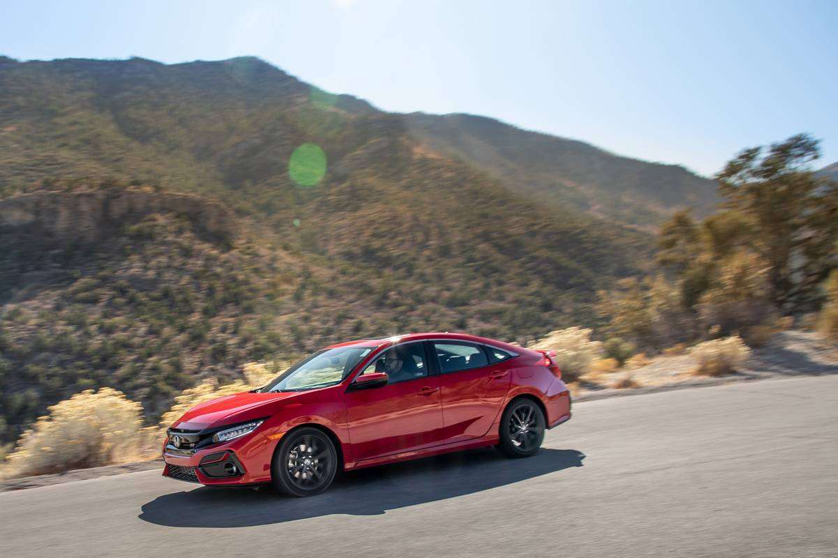 honda-civic-si-2020-02-angle--dynamic--exterior--front--mountains--red.jpg