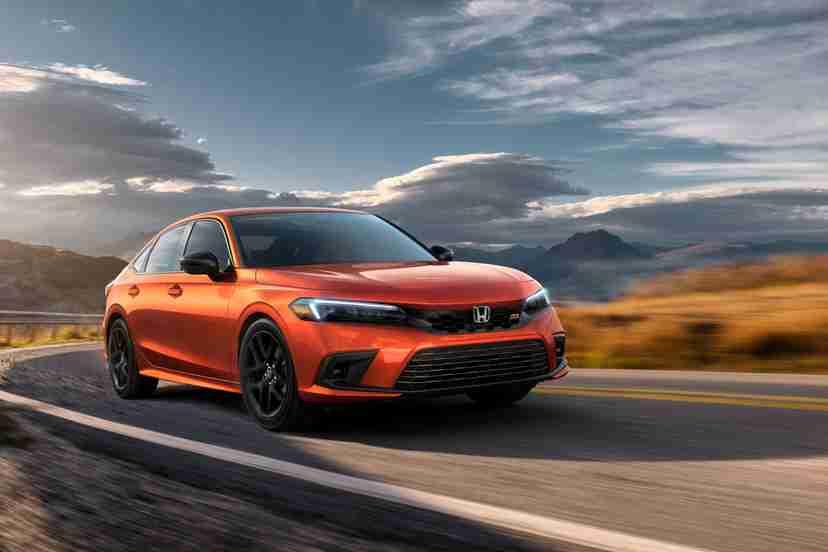 honda-civic-si-2022-02-dynamic-exterior-front-angle-orange-sedan
