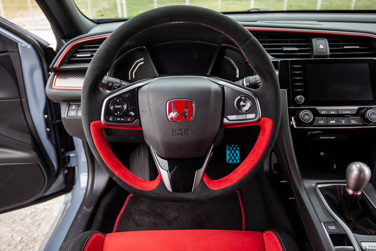honda-civic-type-r-2020-25-interior--steering-wheel.jpg