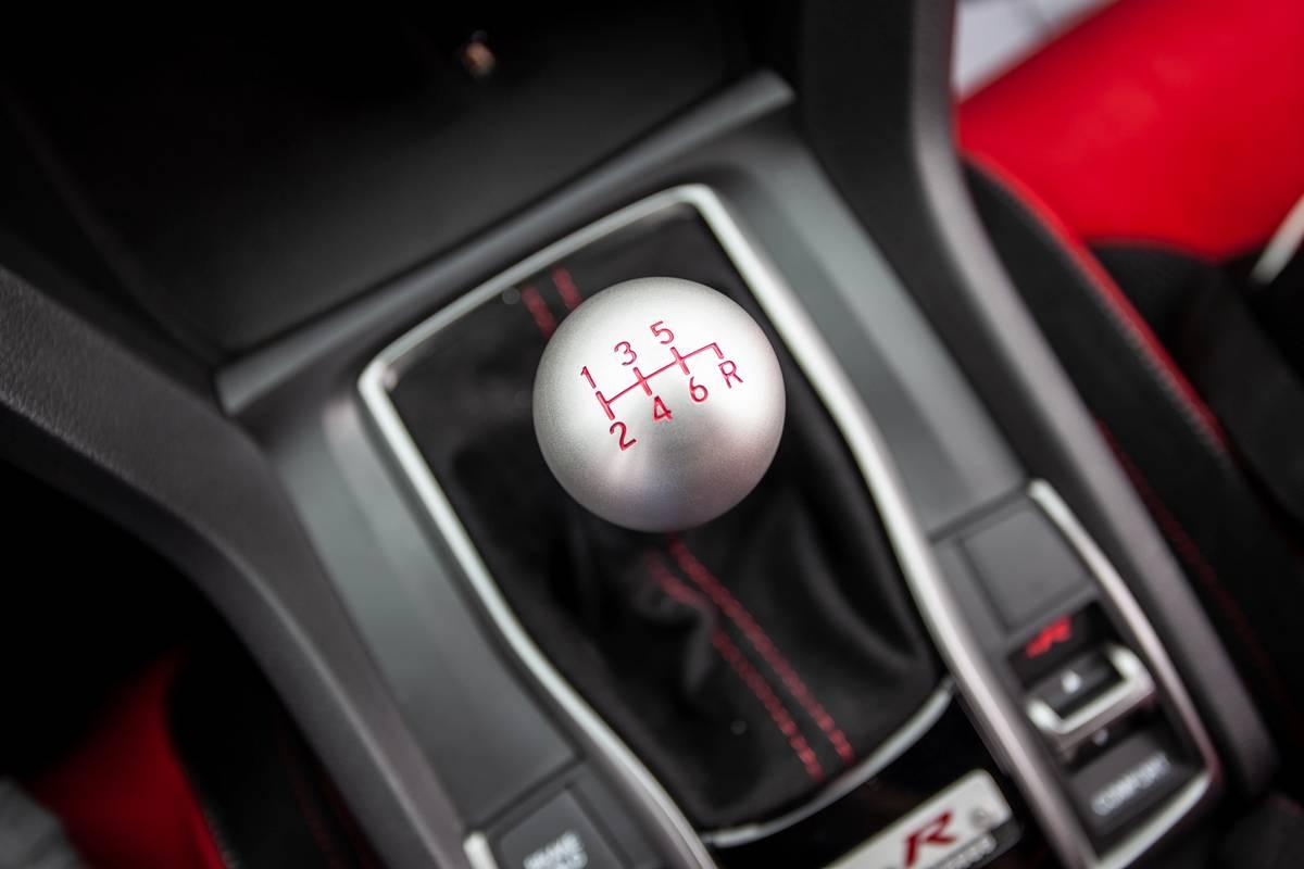 honda-civic-type-r-2020-26-gearshift--interior.jpg