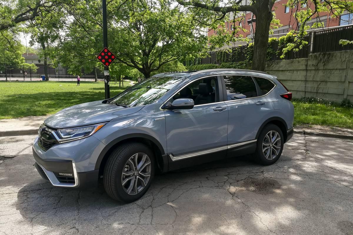 honda-cr-v-hybrid-2020-01-angle--exterior--front--grey.jpg