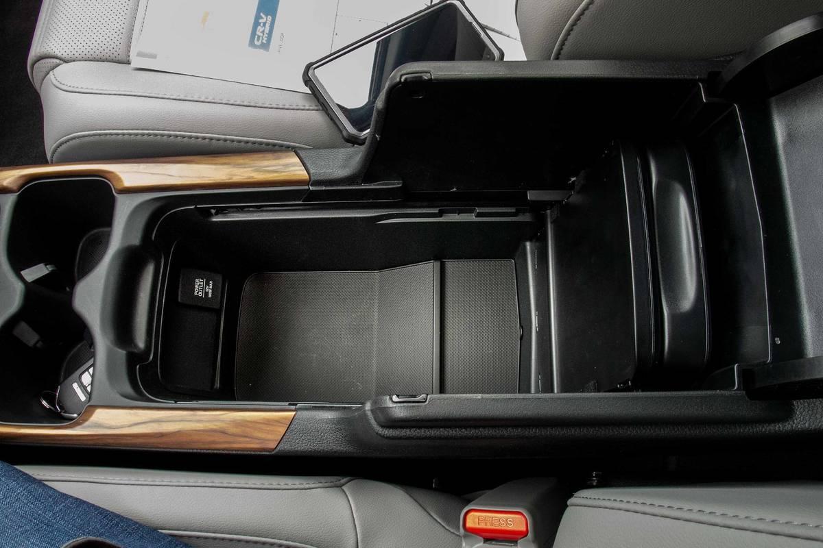 honda-cr-v-hybrid-2020-03-center-console--front-row--interior--storage.jpg