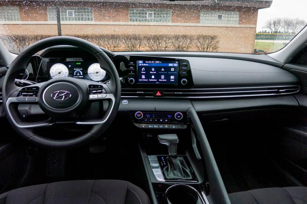 2021 Hyundai Elantra dashboard