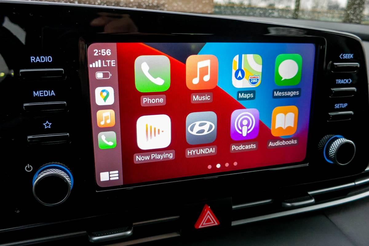 2021 Hyundai Elantra touchscreen with Apple CarPlay
