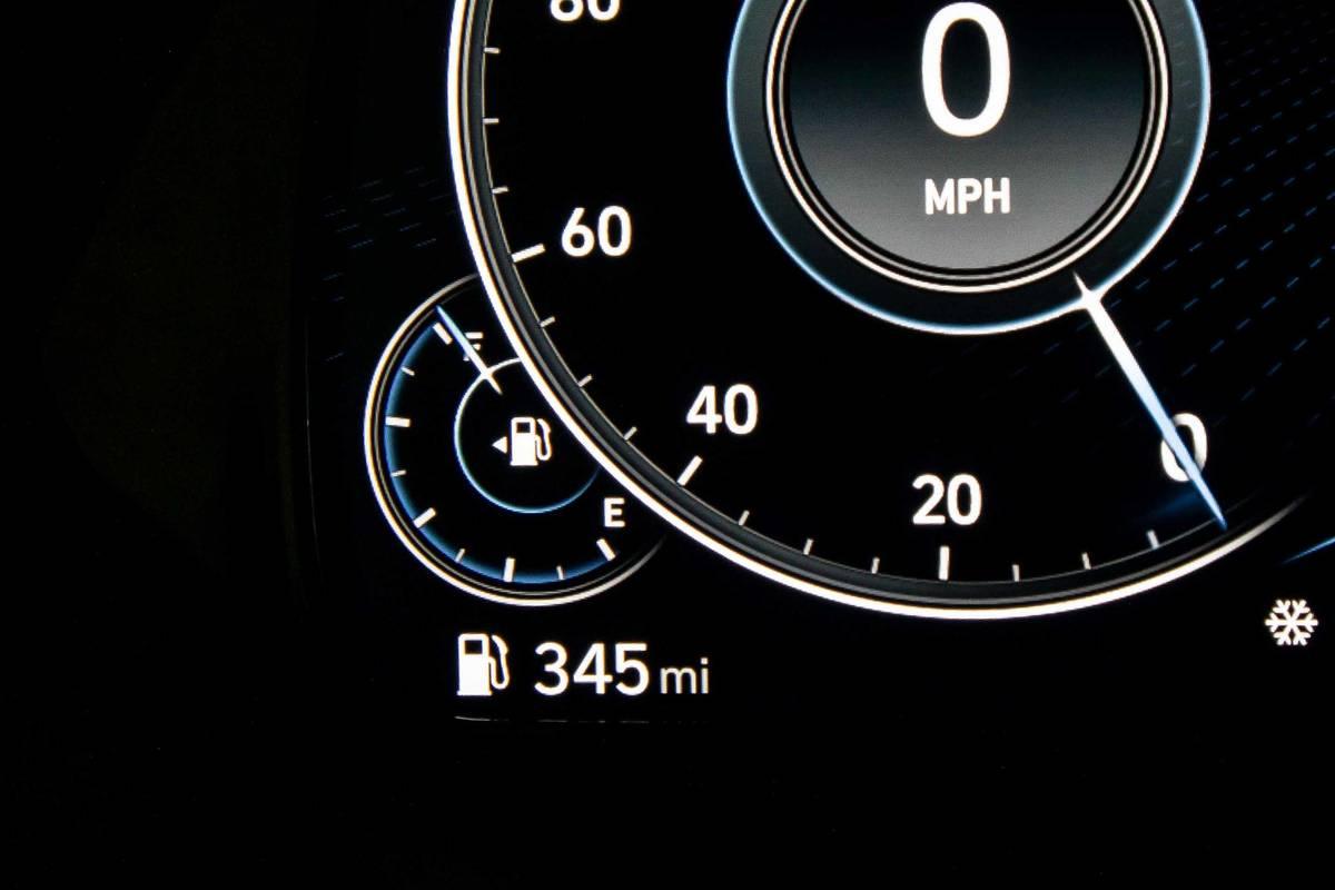 hyundai-palisade-2020-06-gas-mileage--instrument-panel--interior.jpg