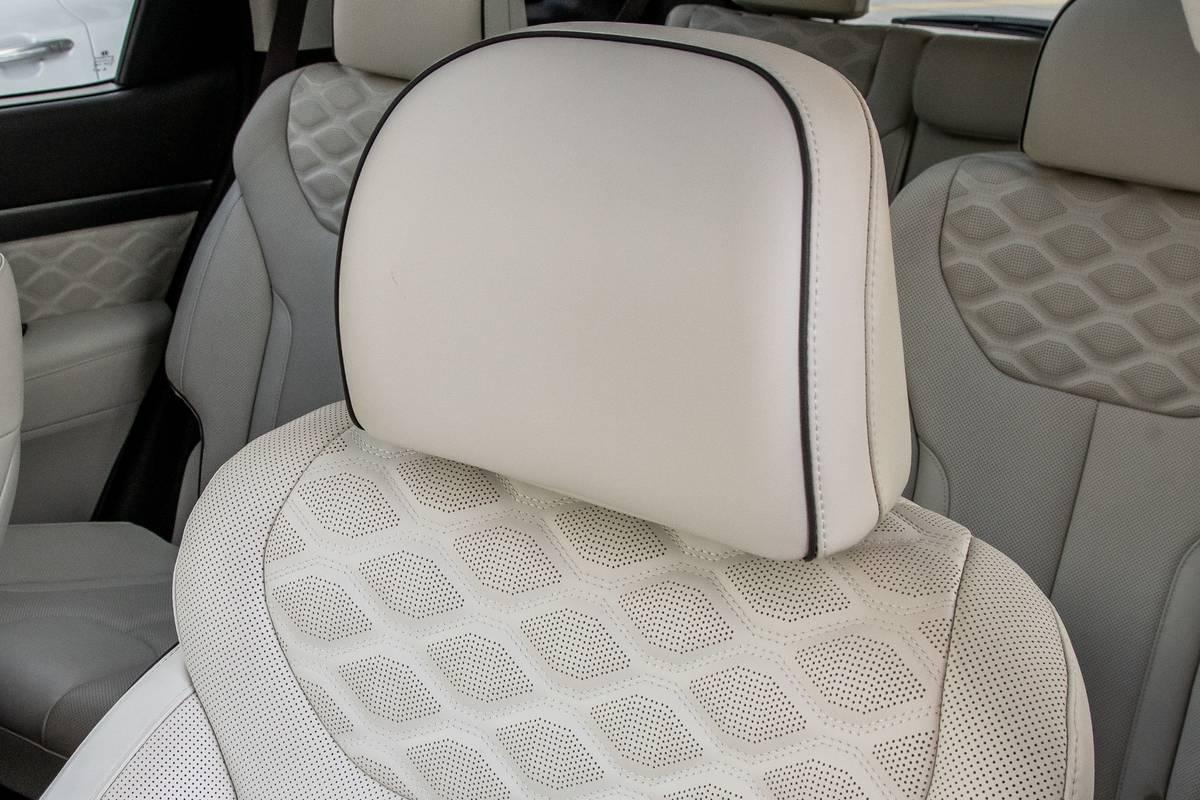 hyundai-palisade-2020-40-front-row--interior--seat--upholstery.jpg
