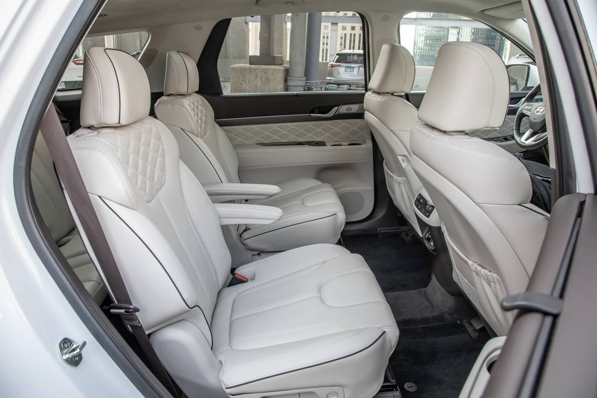 2020 Hyundai Palisade second-row captain's chairs