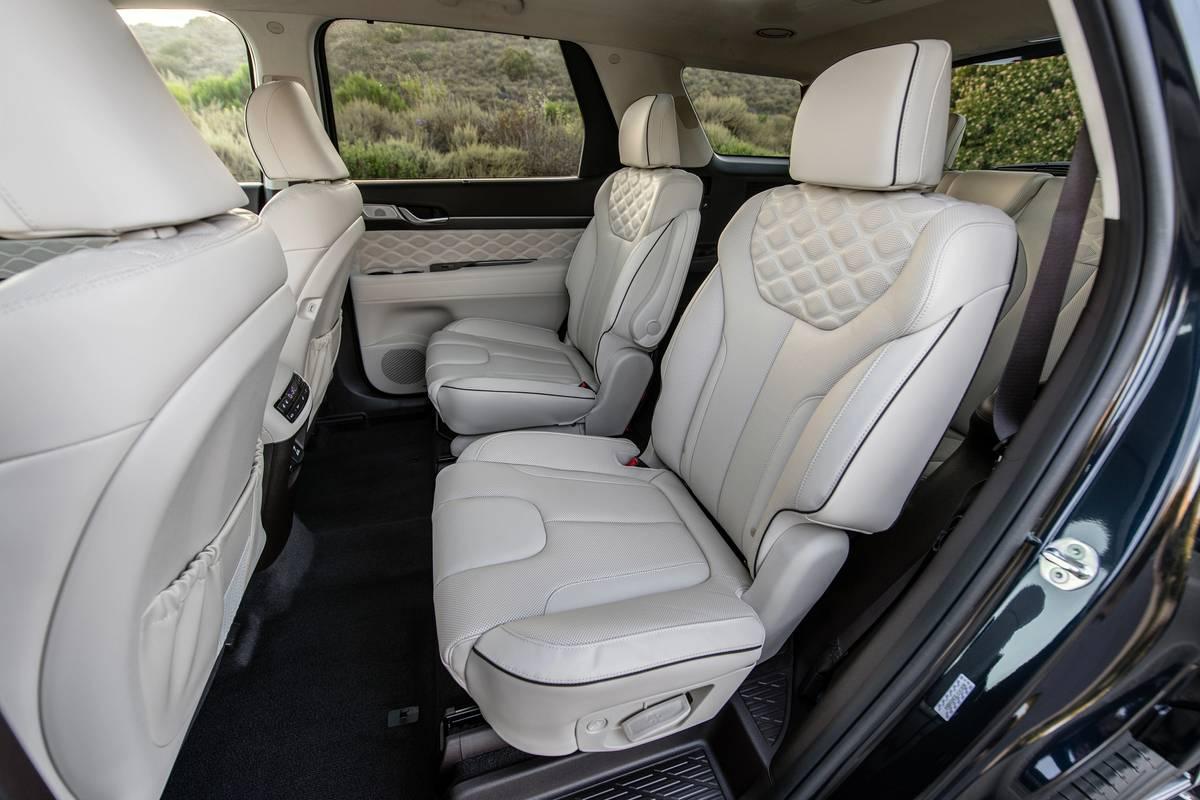 hyundai-palisade-2021-01-interior-oem-seats-second-row.jpg