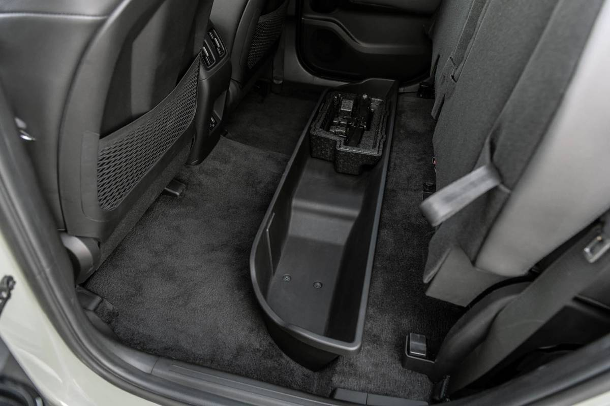 hyundai-santa-cruz-2022-oem-05-backseat--interior--storage.jpg
