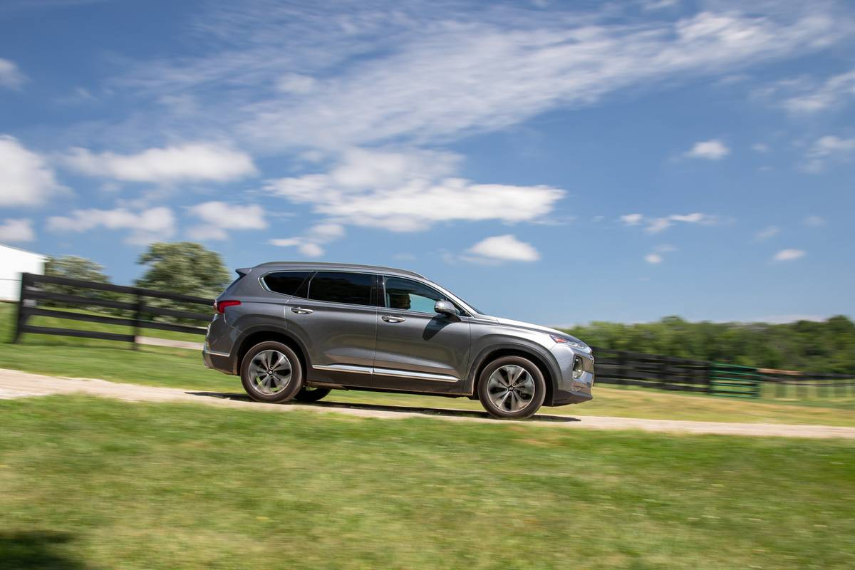 We Have A Winner Why The 2019 Hyundai Santa Fe Is The Best Mid Size Suv News Cars Com
