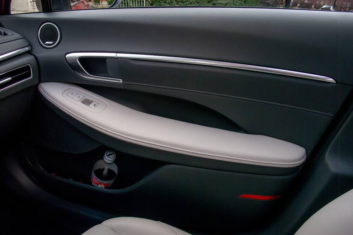hyundai-sonata-2020-doors--interior-26.jpg