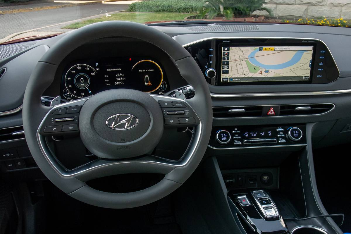 hyundai-sonata-2020-front-row--interior--steering-wheel-11.jpg