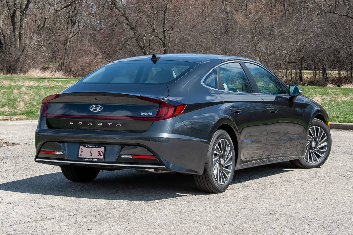 2020 Hyundai Sonata Hybrid: 7 Things We Like and 4 Things We Don't