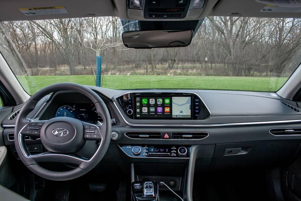 2020 Hyundai Sonata Hybrid dashboard
