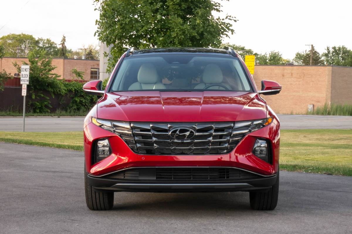 hyundai-tucson-limited-awd-2022-02-exterior-front-red