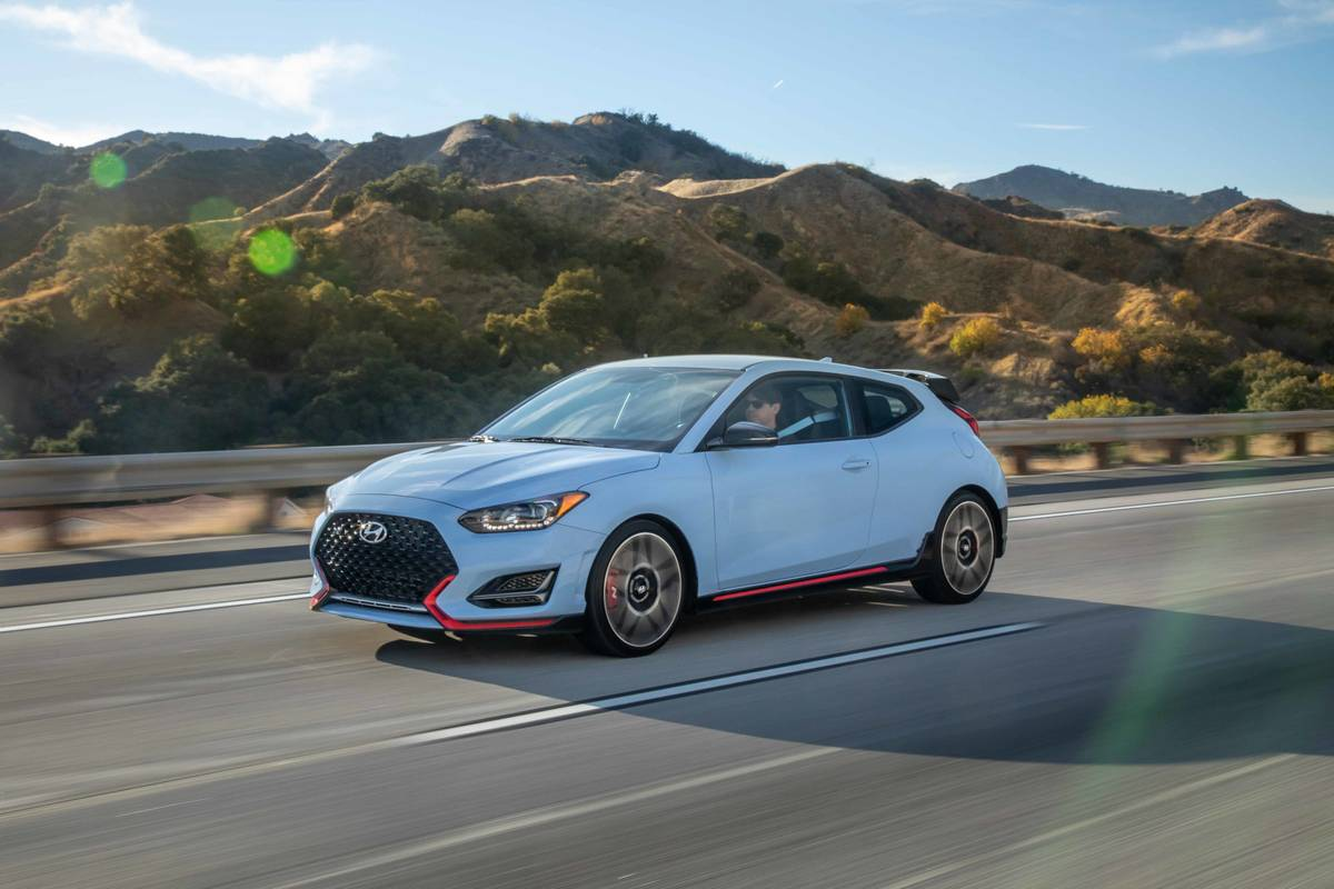 hyundai-veloster-n-2020-01-angle--blue--dynamic--exterior--front--mountain.jpg