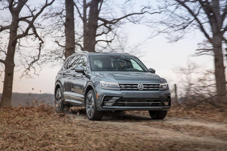 02-volkswagen-tiguan-2019-angle--dynamic--exterior--front--grey-
