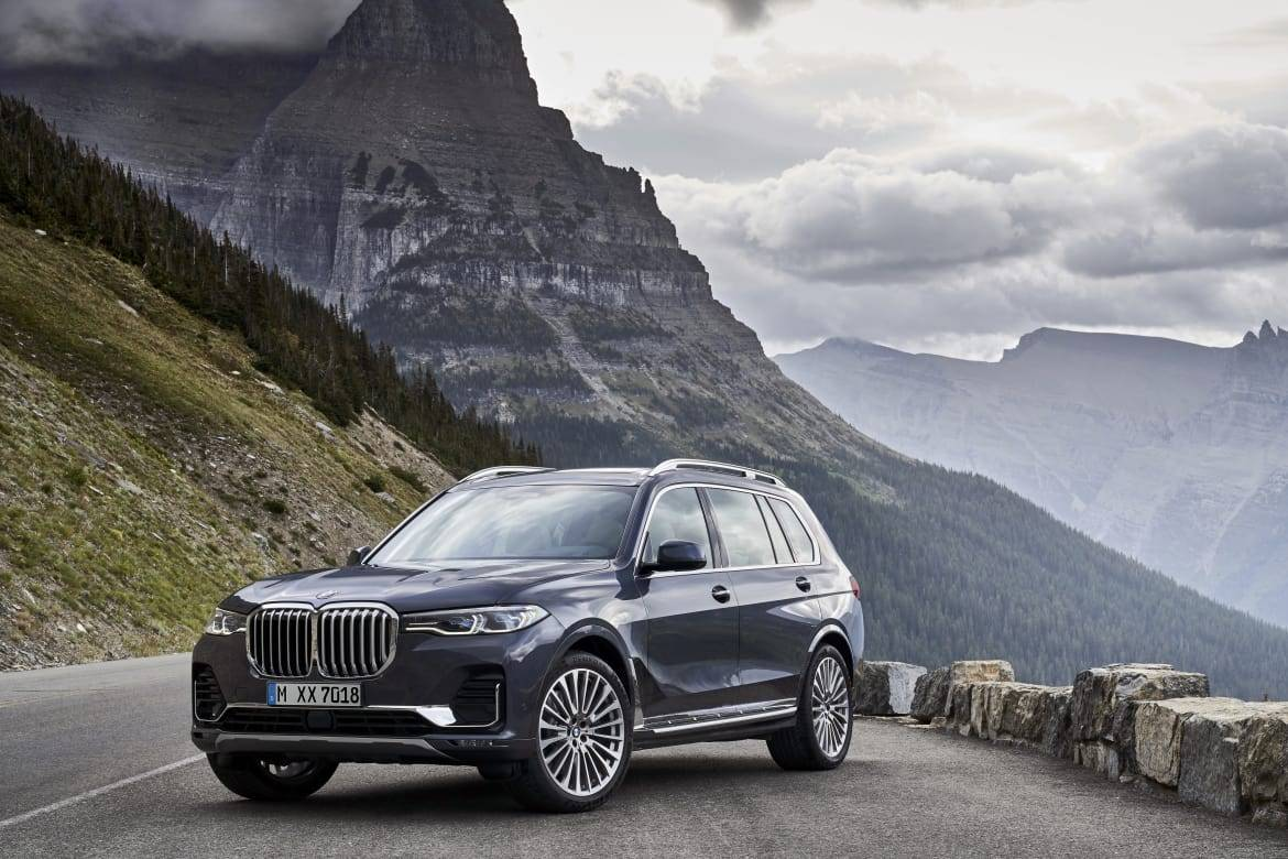 10-bmw-x7-2019-angle--black--exterior--front--mountains--outdoor