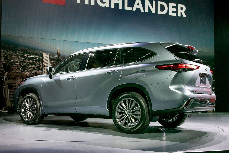 05-toyota-highlander-2020-angle--exterior--rear--silver.jpg