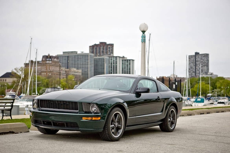 23-ford-mustang-bullitt-2008-angle-exterior-front-green..jpg
