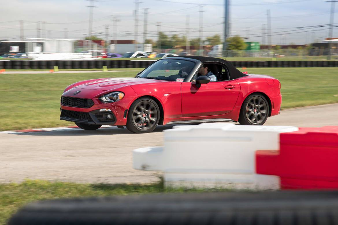 17-fiat-124-spider-2019-angle--dynamic--exterior--front--track.j