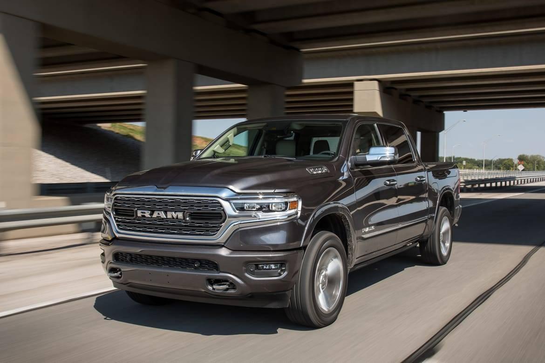 01-ram-1500-limited-crew-cab-2019-angle--black--dynamic--exterio