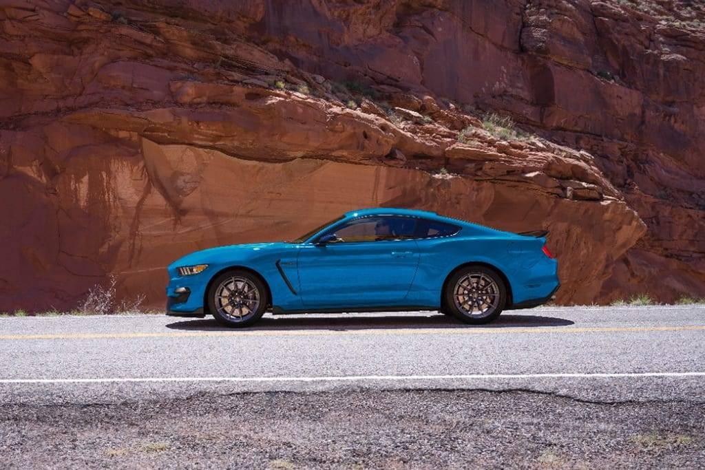 17Ford_Mustang_02_MFR.jpg