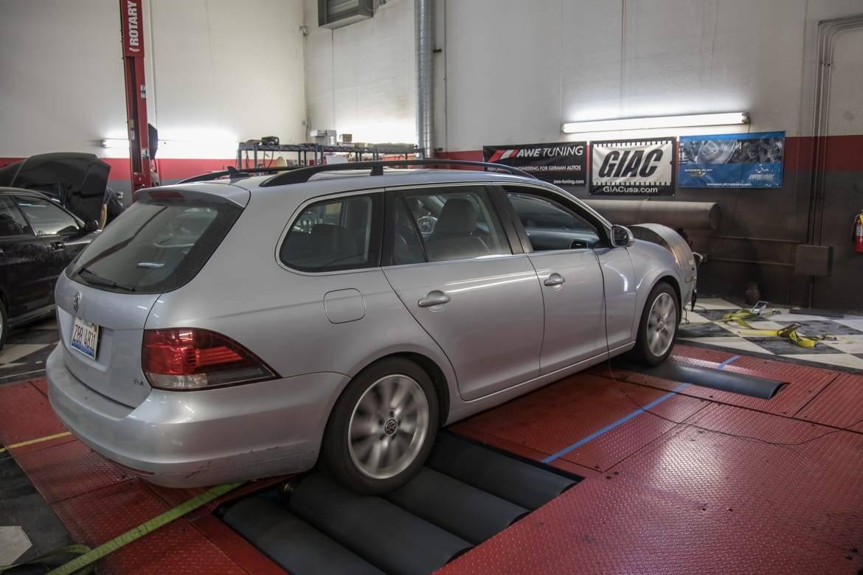 02-volkswagen-jetta-sportwagen-2013-exterior-rear angle-silver.j