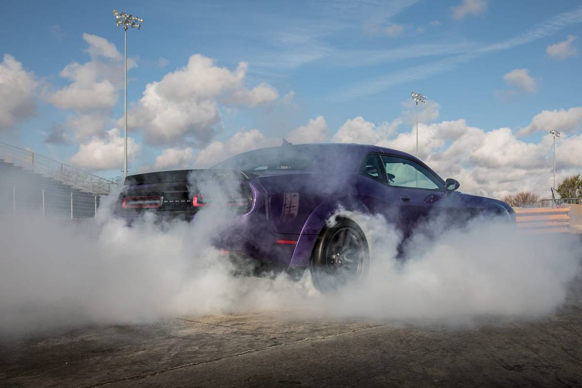 Going For 10s Drag Strip Testing The 2019 Dodge Challenger Srt Hellcat Redeye News Cars Com
