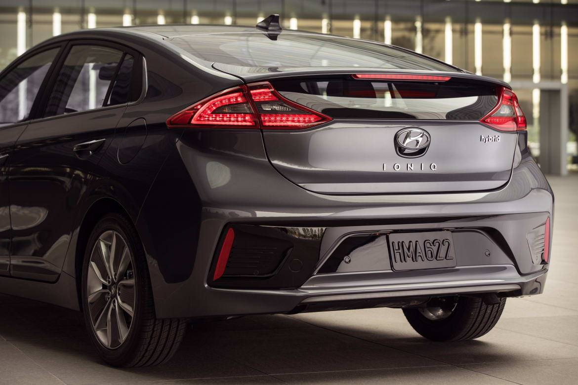Hyundai Trio Aces IIHS Crash Tests — But It'll Cost You