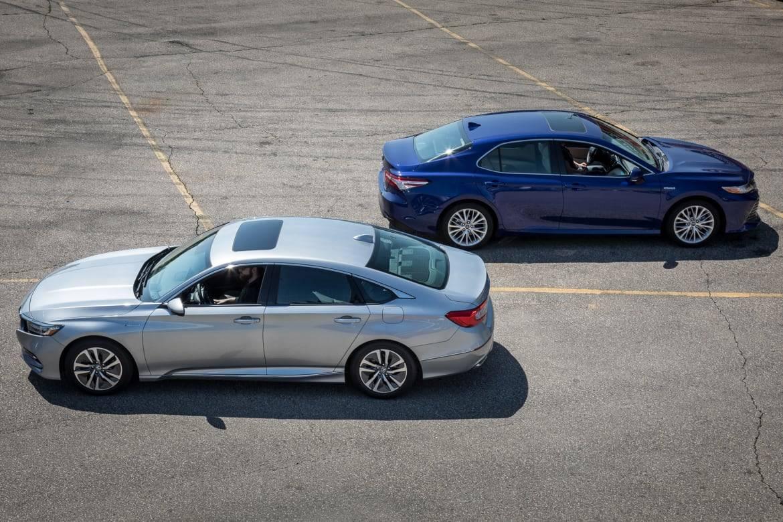 01-honda-accord--hybrid-toyota-camry-hybrid-2018-blue--exterior-