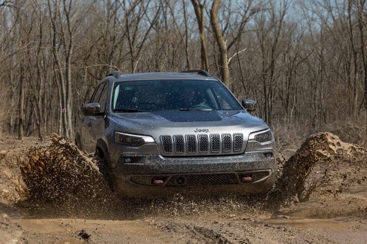 01-jeep-cherokee-2019-exterior-front-silver.jpg