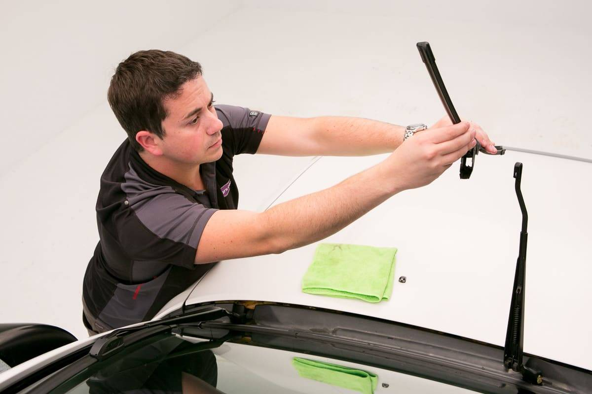 How To Replace Windshield Wiper Blades News Cars Com