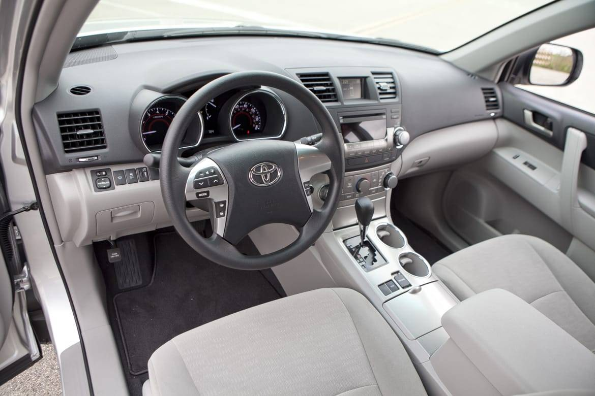 11_Toyota_Highlander_Steering_Wheel.jpg