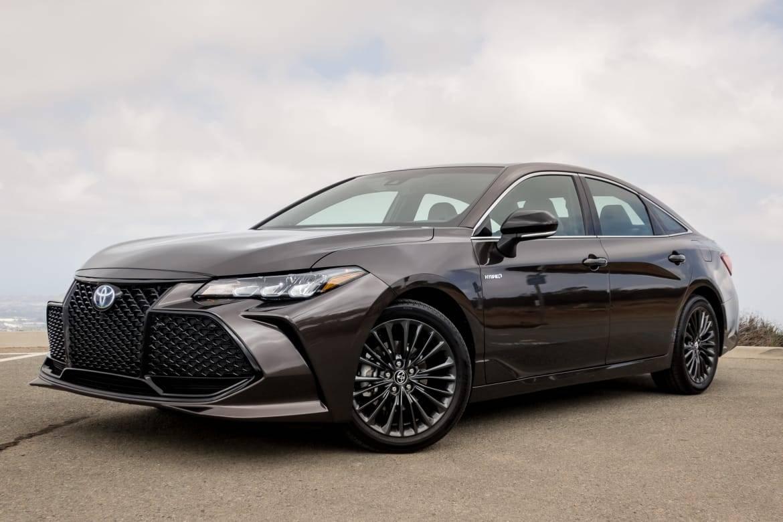 01-toyota-avalon-xse-hybrid-2019-angle--black--exterior--front.j