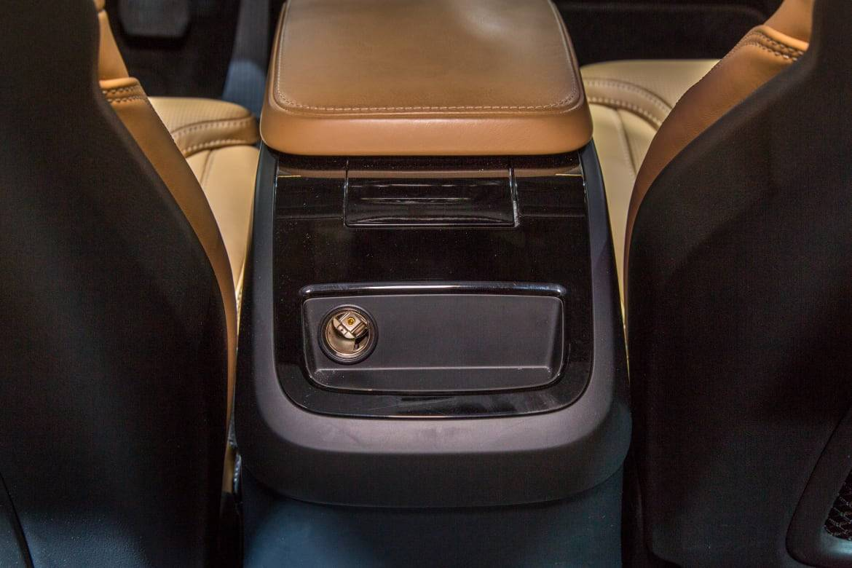 17Volvo_S90_Backseat_AS_AC_02.jpg