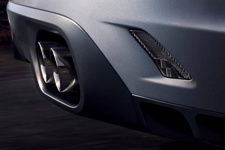 15-jaguar-f-pace-svr-2019-detail--exterior--rear--silver--tailpi