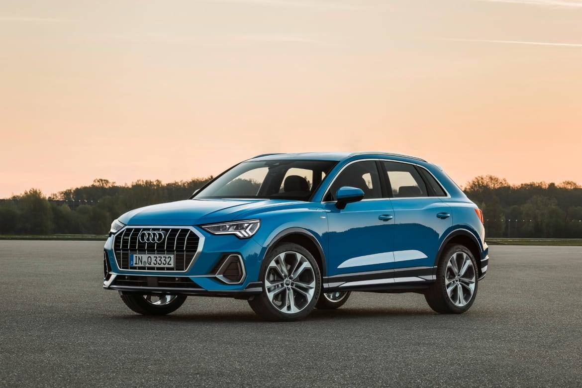 04-audi-q3-angle--blue--exterior--front--outdoors.jpg