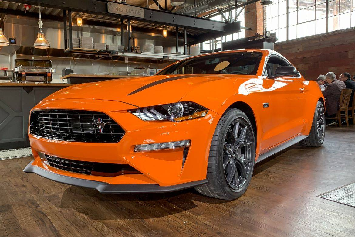 01-ford-mustang-ecoboost-performance-pack-2020-angle--exterior--