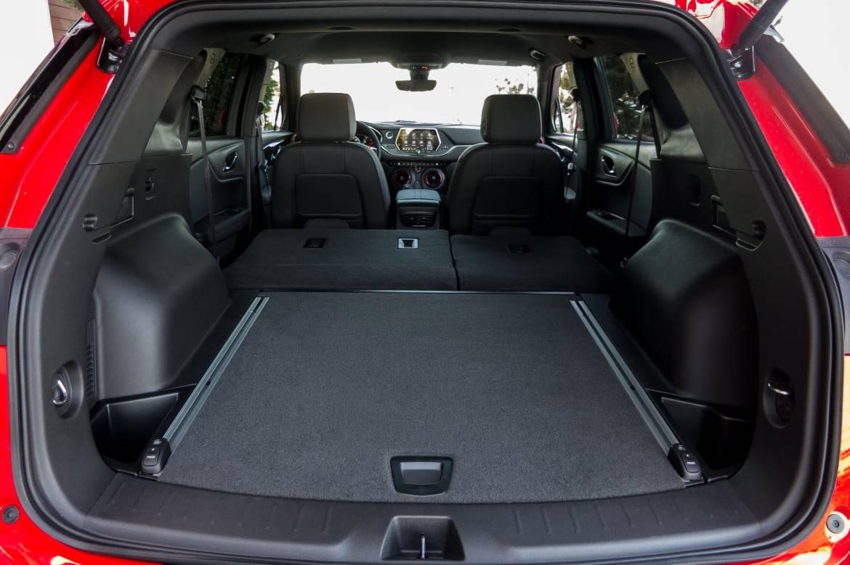 27-chevrolet-blazer-2019-folding-seats--interior--trunk.jpg