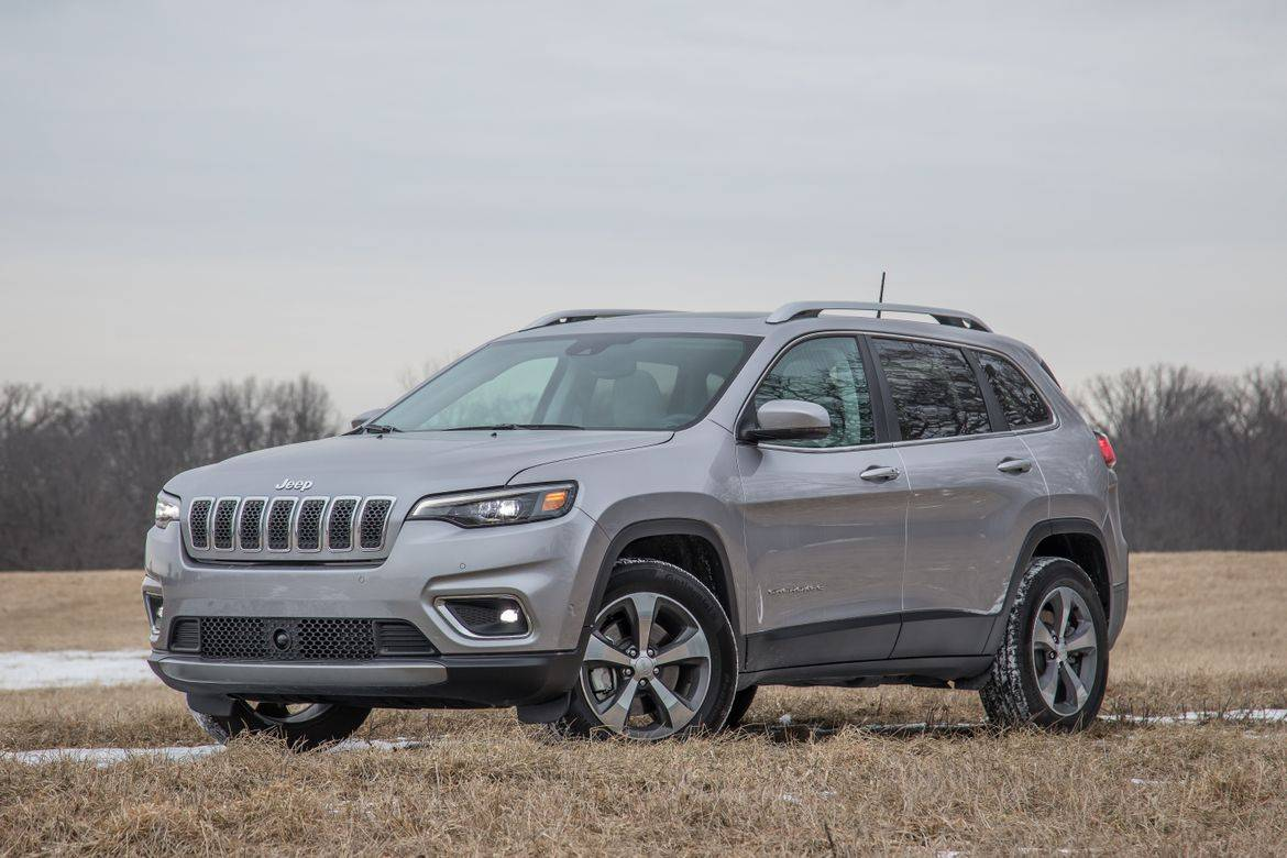 03-jeep-cherokee-2019-angle--engine--front--silver.jpg